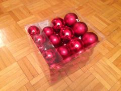 Червоні кульки в коробці
