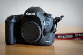 Камера Canon EOS 5D Mark III DSLR з об'єктивом 24-105 мм