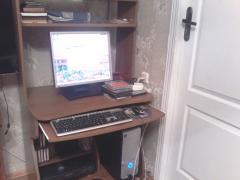 Комп'ютерний столик,б/у,у відмінному стані,600гр