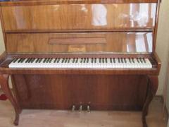 Купити піаніно в Києві,купити рояль Київ білого ,чорного