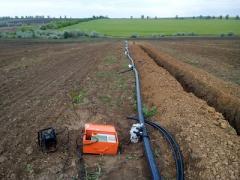 Монтаж трубопроводів для систем зрошення полів і садів