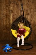 Підвісне дитяче крісло кокон куля з штучного ротанга