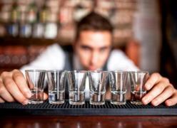 Потрібен Бармен-офіціант в невеликій караоке-бар
