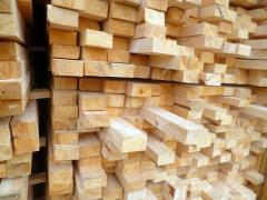 Пиломатеріали з свежераспиленного лісу хвойних порід деревини