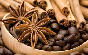 Свіжий зернової кави і кращий чай ваговий
