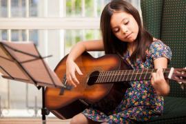 Викладач по гітарі