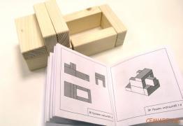Знамениті цеглинки Нікітіних в дерев'яній коробці